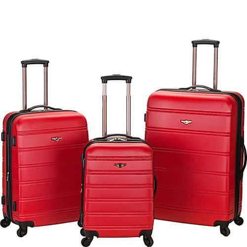 Červené cestovné kufre