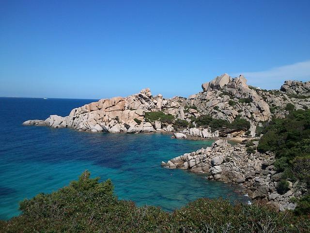 Ostrov Sardínia v lete